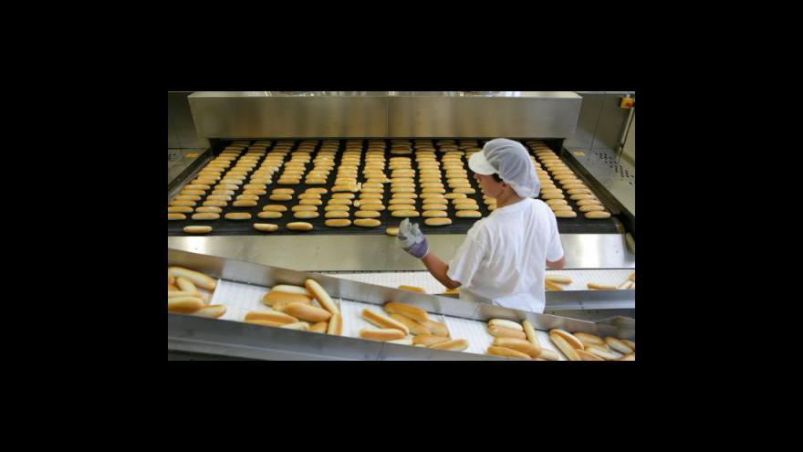 Video Ceny potravin rostou, Rusové nakupují levněji