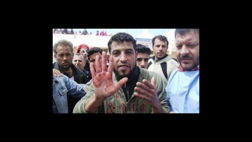 Video Demonstranti v Sýrii neustupují