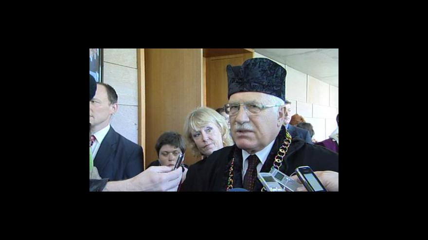 Video Václav Klaus odpovídá novinářům