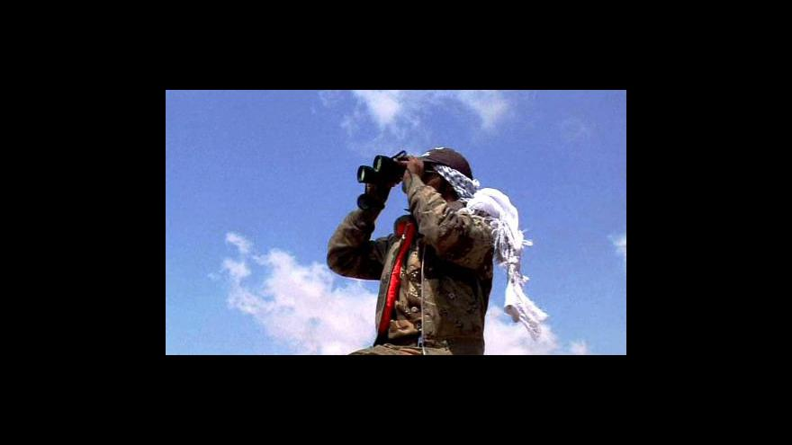 Video NATO se omluvilo povstalcům