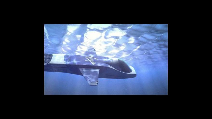 Video Branson se vrhá do hlubin oceánů