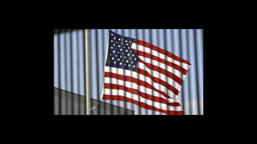 Video Američani houfně skupují bunkry