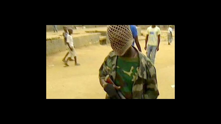 Video Ouattarovy jednotky útočí na sídlo prezidenta