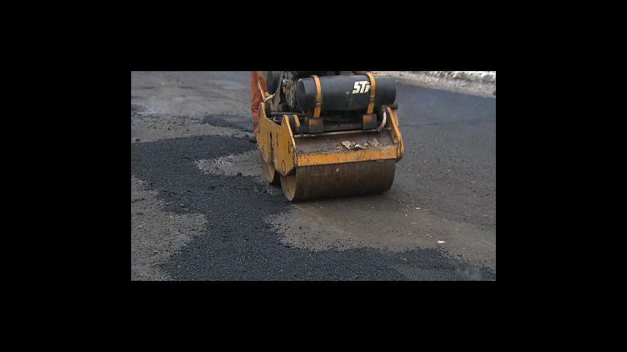 Video Kraje chtějí peníze na opravu silnic