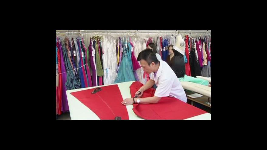 Video Kopie šatů hollywoodských hvězd se dají koupit v New Yorku
