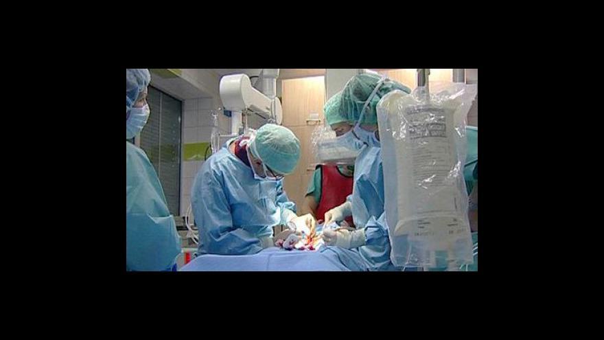 Video Heger přemluvil lékaře, aby neodcházeli