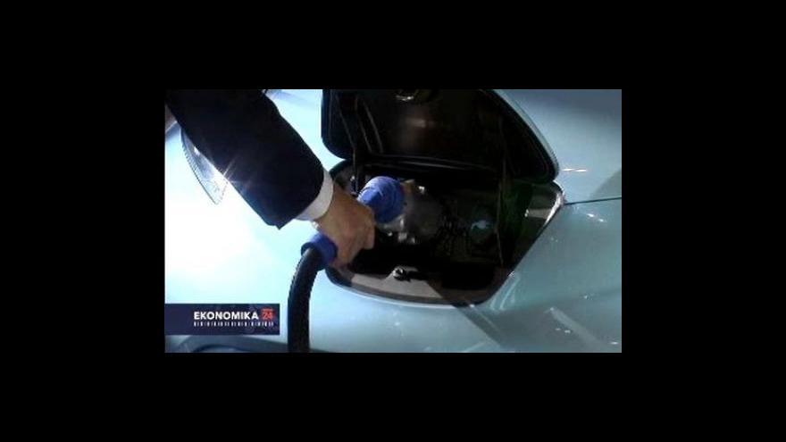 Video Nissan Leaf jde na odbyt