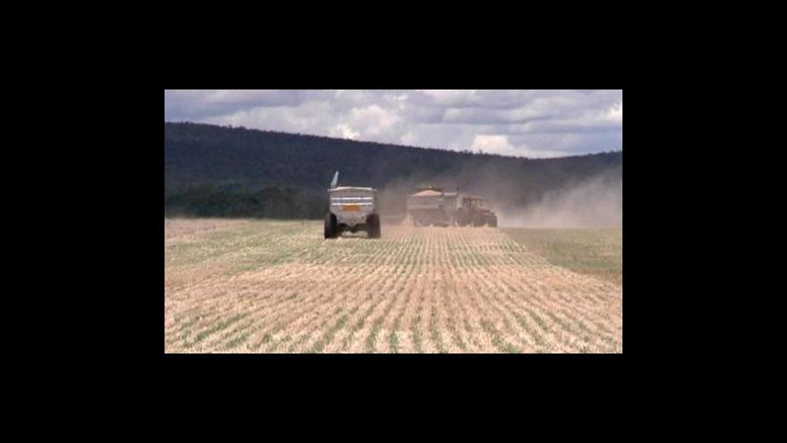 Video Australští zemědělci se bouří proti cizincům