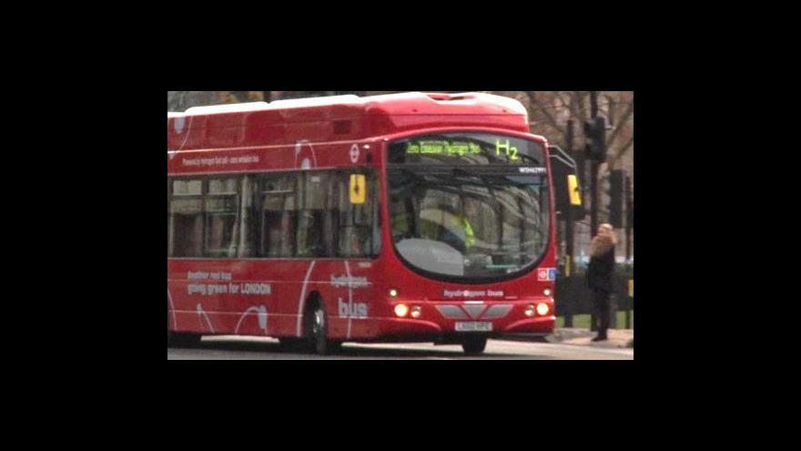 Video Centrem Londýna už jen vodíkovým autobusem