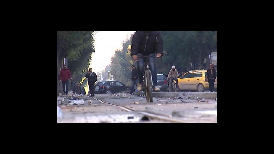 Video Tunisku dochází potraviny