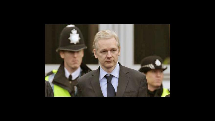 Video Assange čeká na verdikt soudu