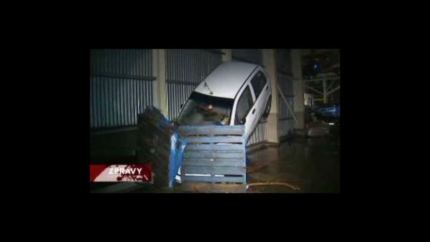 Video Austrálii stále zužují rozsáhlé povodně