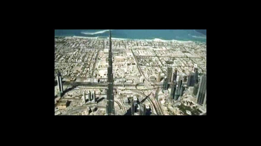 Video Nejvyšší stavba světa slaví narozeniny