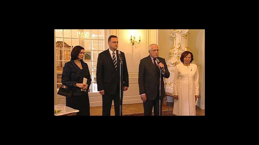 Video Brífink Vácava Klause a Petra Nečase po novoročním obědě