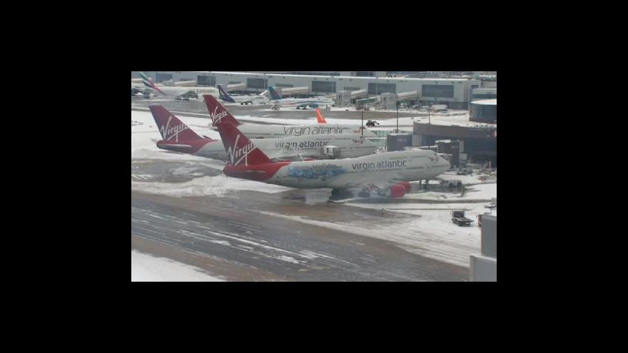 Video Počasí komplikuje leteckou dopravu