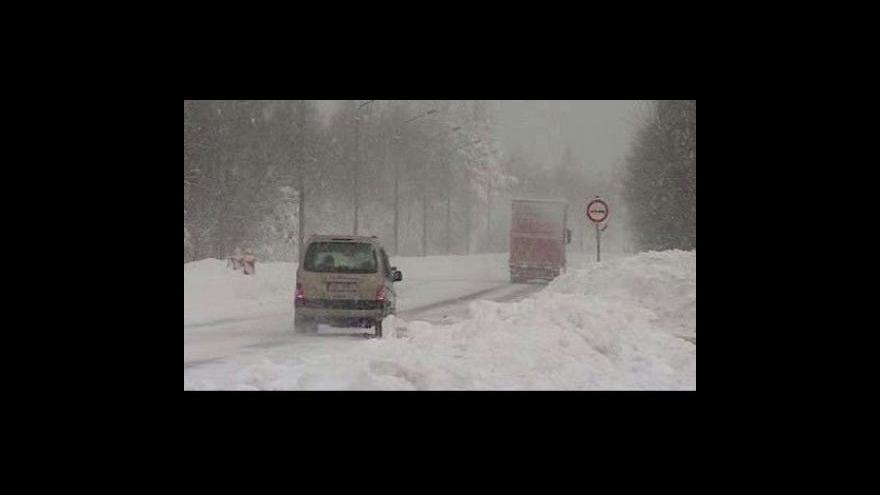 Video Běžné zimní počasí: dopravní kolaps