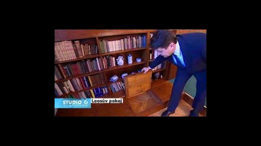 Video Z interiéru Loosova pokoje informuje Lenka Drmotová