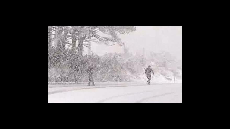 Video Evropu trápí sníh i povodně