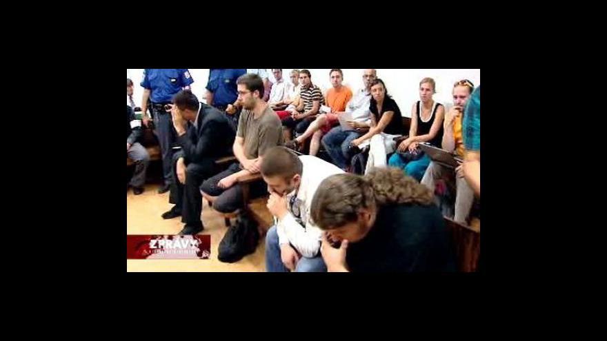 Video Osmi extremistům hrozí až osm let