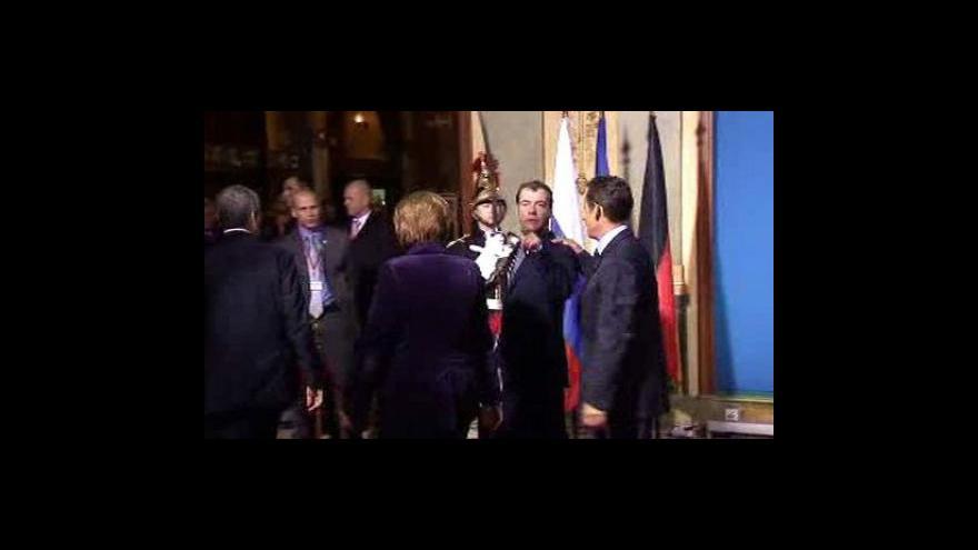 Video Sarkozy, Merkelová a Medvěděv se sešli ve Francii