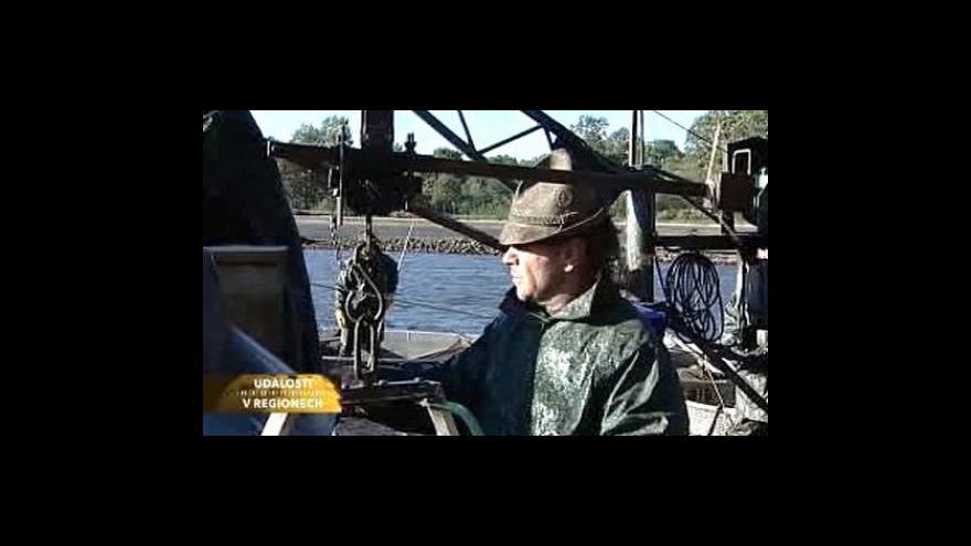 Video Rybáři začali s výlovem Rožmberka