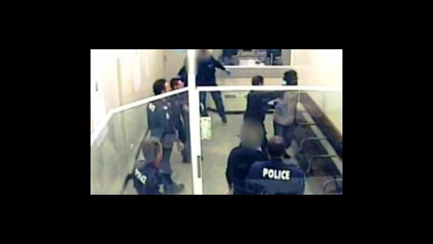 Video Australská policie napadla muže taserem
