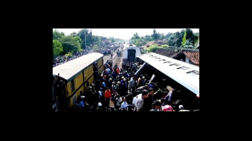 Video Nehoda vlaku v Indonésii si vyžádala desítky mrtvých
