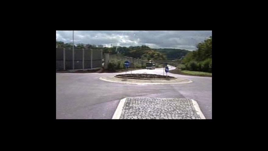 Video V Nových Skoroticích se staví nové kruhové objezdy