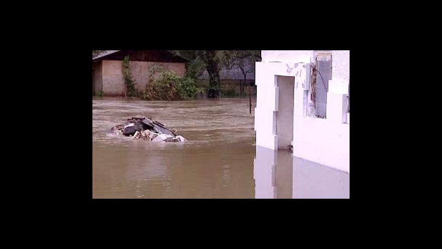 Video Silné deště opět zvedly hladiny některých řek