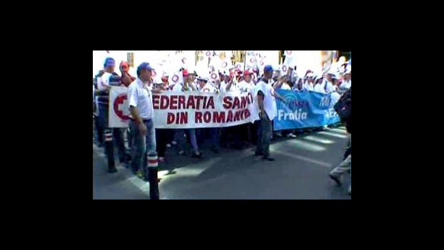Video Rumuni protestují proti vládním škrtům