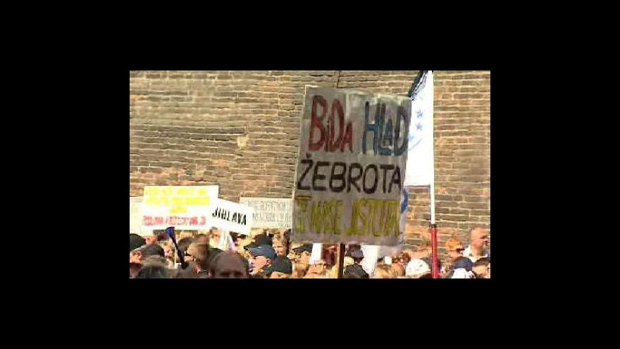 Video Palachovo náměstí utichlo, demonstrace skončila