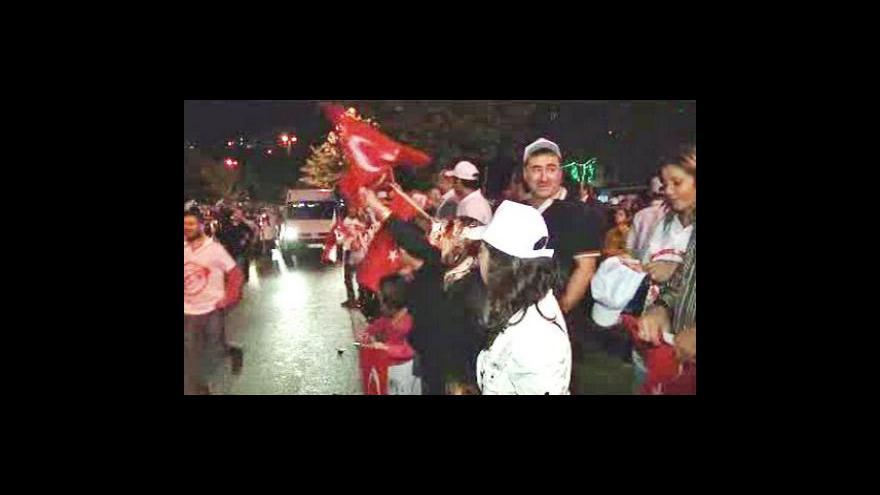 Video Turci v referendu schválili změny ústavy