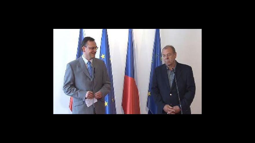 Video Brífink Petra Nečase po jednámí s Jaroslavem Zavadile