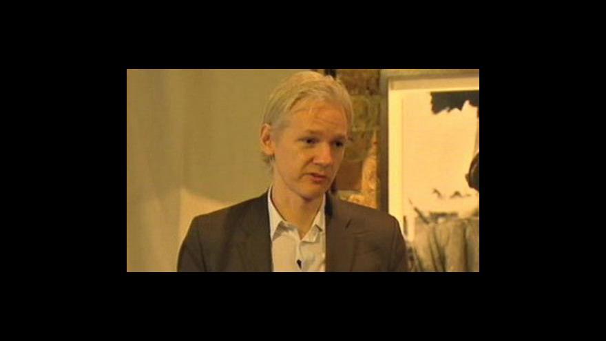 Video Assange už není obviněn