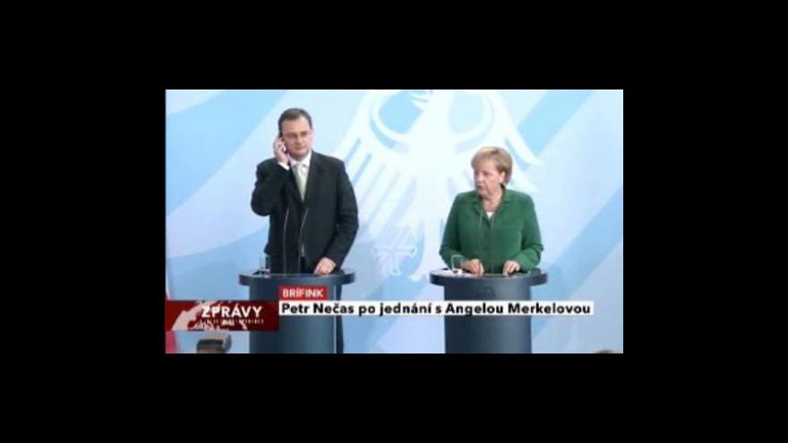 Video Brífink Angely Merkelové a Petra Nečase