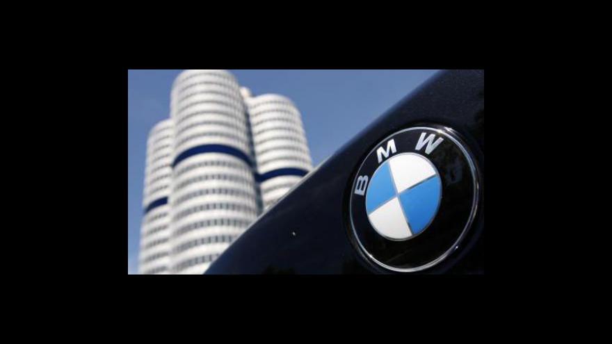 Video Luxusní automobily jedou