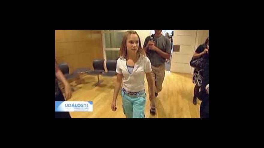Video Nizozemský soud rozhodne o osudu plavby čtrnáctileté Laury