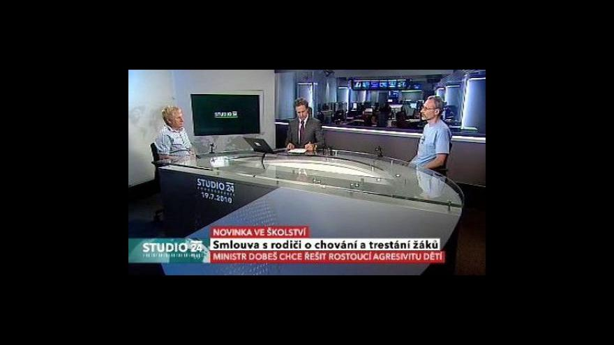 Video Studio ČT24 o smlouvě s rodiči žáků