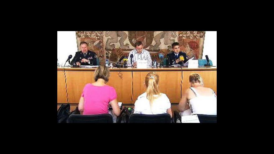 Video Brífink Rudolfa Blažka a policejních představitelů o kriminalitě v Praze