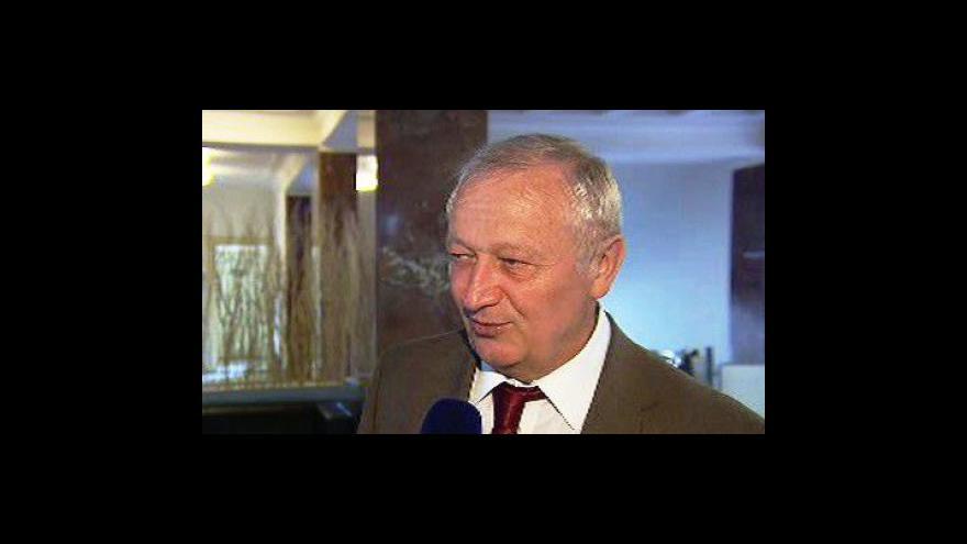 Video Fischerova vláda končí