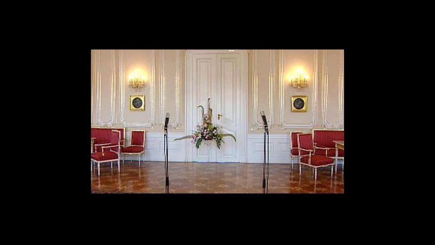 Video Premiér předal prezidentovi demisi