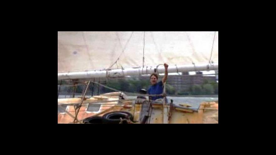 Video Američan Stowe se vrátil z rekordní plavby