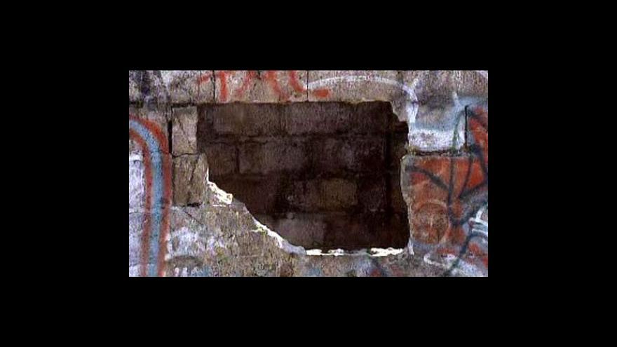 Video Mexická policie objevila hromadný hrob