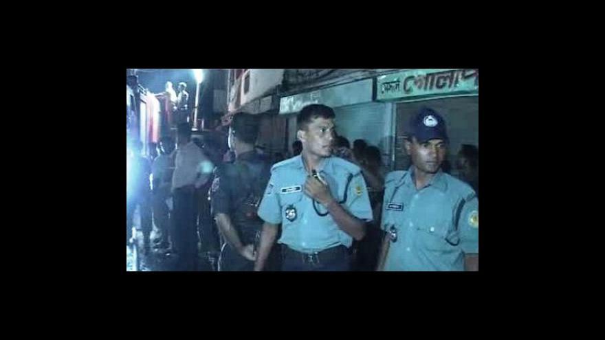 Video Sto mrtvých při požáru v Dháce