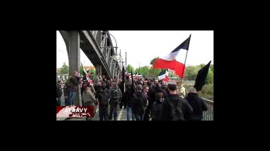 Video V Berlíně a Hamburku se demonstrovalo