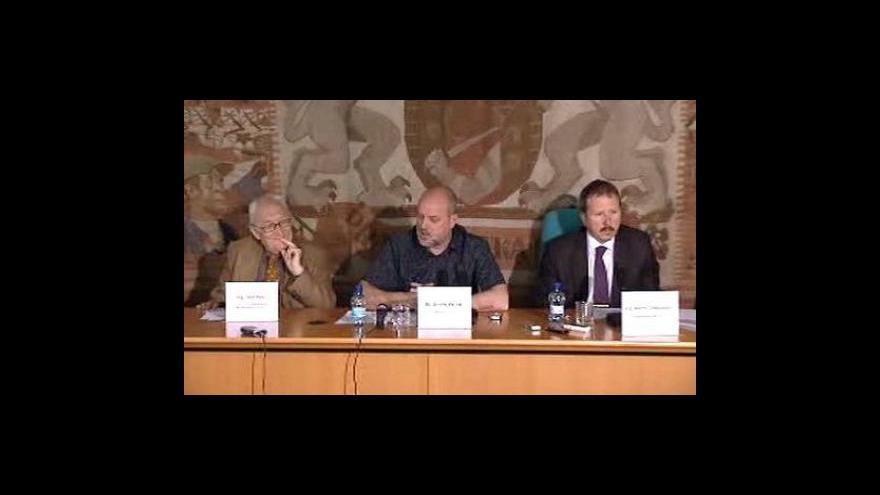 Video Brífink Prahy k pokutě za Karlův most