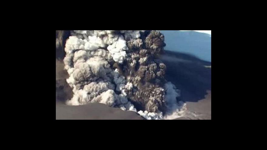 Video Sopka komplikuje život i automobilkám