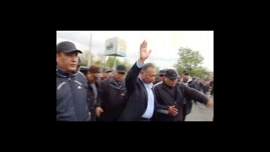 Video Mítink kyrgyzského prezidenta narušila střelba