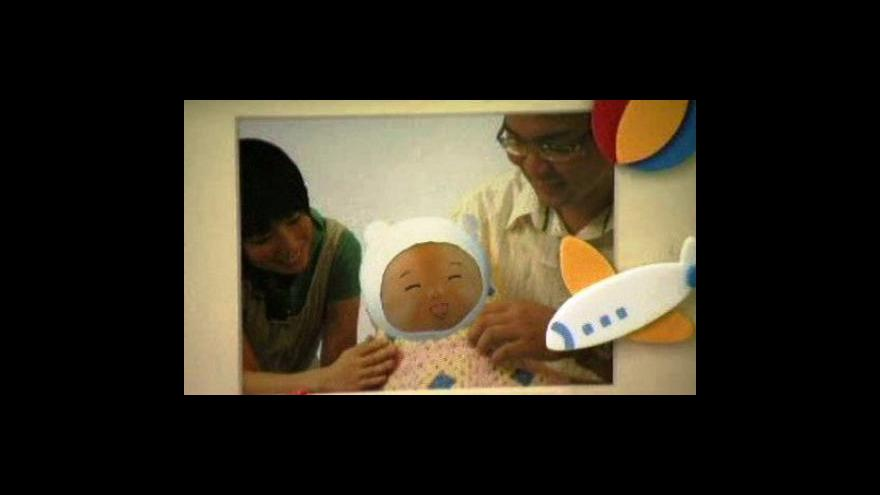 Video Robotické mimino má přimět Japonce, aby měli děti
