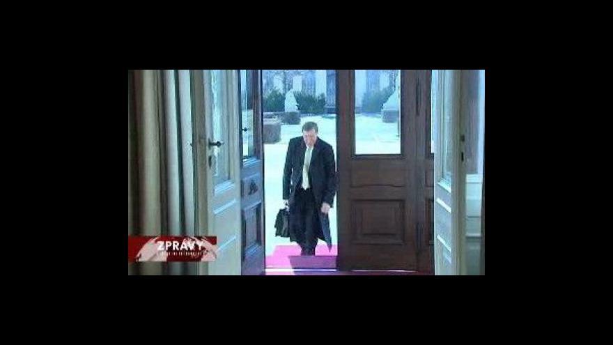 Video Jeden ministr na dvě křesla